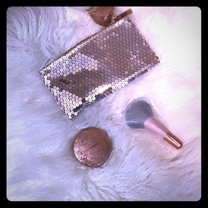 Mac Show Gold Highlighter, brush,  and sequins bag